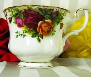 ROYAL ALBERT TEACUP & SAUCER OLD COUNTRY ROSES TEA CUP