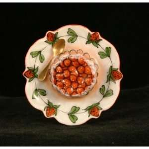 Strawberry Cake Pie French Limoges Box
