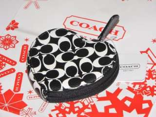 Authentic Coach Chealsea HEART Black & White coin purse wallet F61634