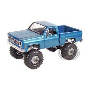 Pick Up Truck Lifted 1/24 Blue w/ Irok Swamper Tires: Toys & Games