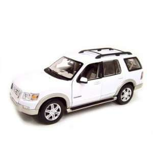 2006 Ford Explorer Eddie Bauer White Diecast Model 118 Die Cast Car