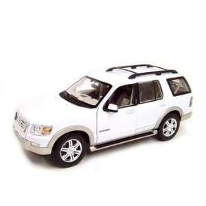 2006 Ford Explorer Eddie Bauer Whie Diecas Model 118 Die Cas Car